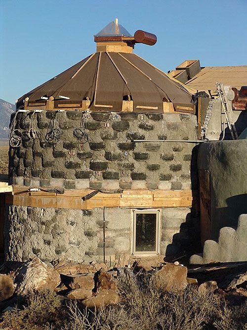 дом из отработанных шин