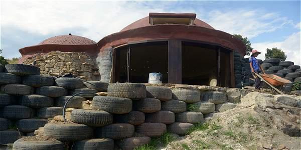 подборка домов из шин