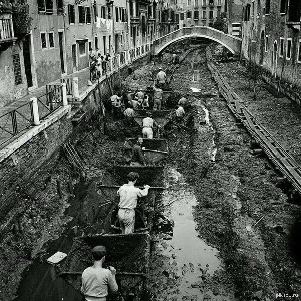 1956 год Венеция, очистка канала