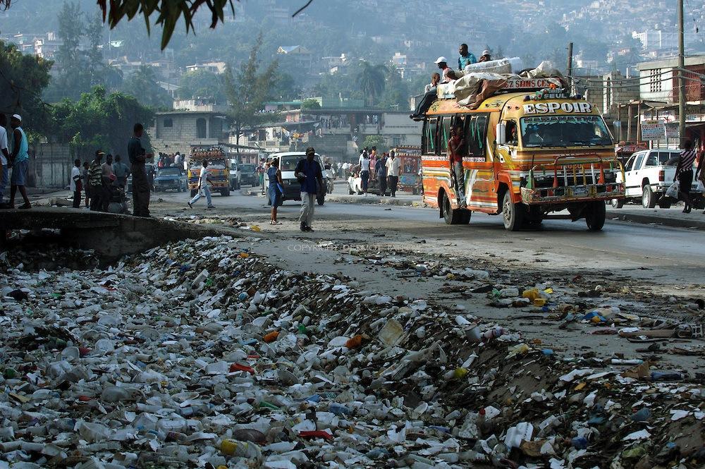 мусор на улицах Гаити